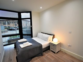 London Heathrow Q3-13 Serviced Apartment by Ferndale - Apt B
