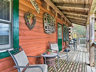 NEW! 'Uncle Bunky's' Bryson City Cabin w/ Hot Tub!