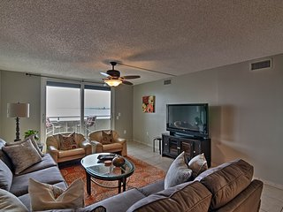NEW! Hudson Resort Condo w/3 Balconies & Beach!