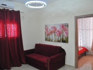 Cozy apartment close to the center of Bat Yam with Internet, Air conditioning