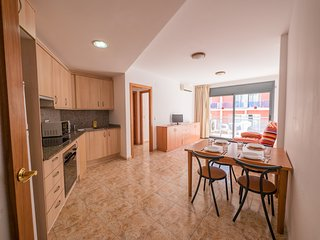 Cozy apartment in the center of Lloret de Mar with Lift, Air conditioning, Balco