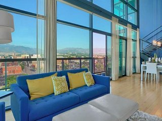 Modern condo w/ amazing city/mountain views, deck, fireplace & shared gym!