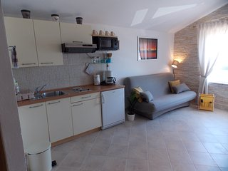 Cozy apartment in the center of Betina with Parking, Internet, Air conditioning,