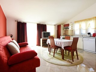 Cozy apartment in the center of Murter with Parking, Internet, Air conditioning,