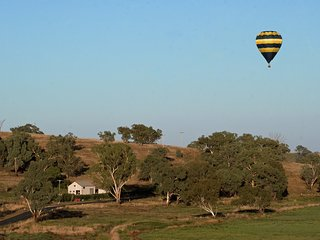 BELUBULA BALLOONING - COSY COUNTRY CABIN