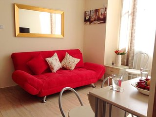 Cozy apartment close to the center of Bat Yam with Internet, Washing machine, Ai