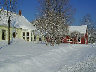 Vermont 1828 Reunion House, sleeps 20, 5 miles to Okemo