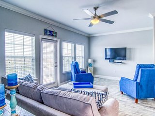 NEW LISTING! Updated, dog-friendly townhome w/Gulf views & shared pool