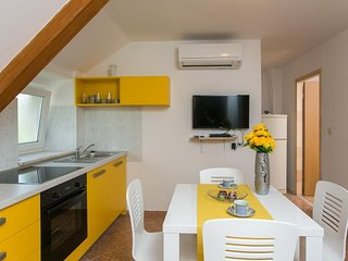 Cozy apartment in the center of Cavtat with Internet, Washing machine, Air condi