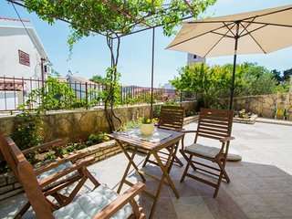 Cozy apartment in the center of Tisno with Parking, Internet, Washing machine, T