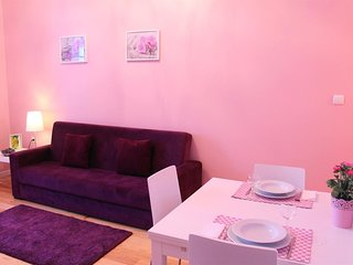 Spacious apartment in the center of Porto with Parking, Internet