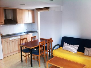 Cozy apartment a short walk away (345 m) from the 'Platja Sa Caleta' in Lloret d