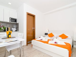 Cosy studio close to the center of Dubrovnik with Internet, Air conditioning, Po