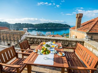 Spacious villa in the center of Cavtat with Internet, Washing machine, Air condi