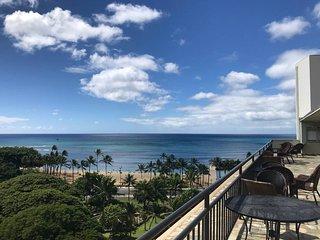 Beach 15 Steps | Waikiki 15 Steps | Airport 11 mi