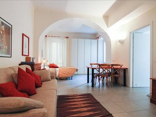 Vigevano C apartment in Navigli with WiFi, air conditioning, balcony & lift.