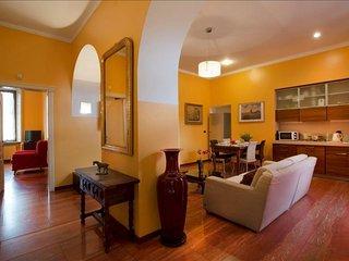 Spacious Montello I apartment in Porta Garibaldi with air conditioning & balcony