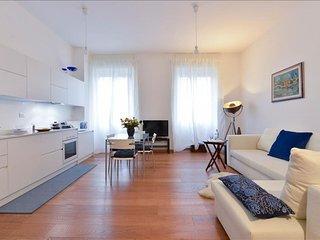 Spacious Moscova I apartment in Porta Garibaldi with WiFi & integrated air condi