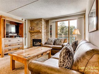 7th Night Free. Steps to Adventure, Remodeled Kitchen, Wi-Fi, Heated Pool Access