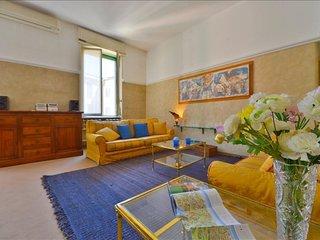 Volta apartment in Porta Garibaldi with air conditioning, balcony & lift.