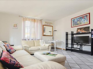Marco D'Oggiono apartment in Navigli with WiFi, air conditioning & lift.
