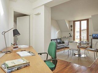 Spacious Eustachi II apartment in Città Studi with WiFi, air conditioning, priva