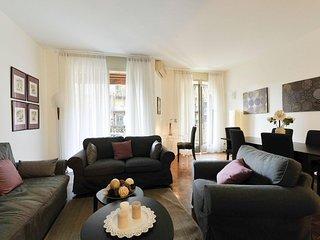 Modern Cherubini apartment in Fiera with WiFi, balcony & lift.