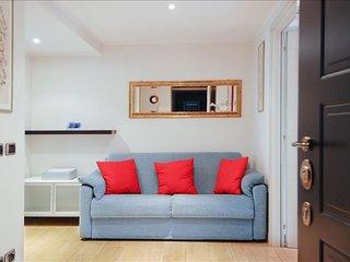 Eustachi apartment in Città Studi with WiFi, air conditioning & balcony.