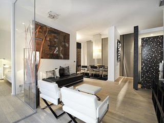 Spacious Foro Buonaparte apartment in Centro Storico with WiFi, integrated air c