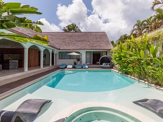5BR Modern Contemporary Villa Steps from Seminyak, Perfect for Families & Groups