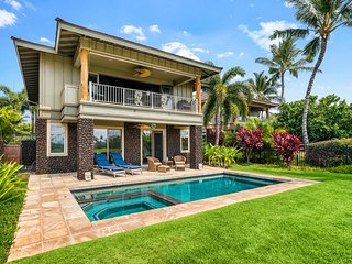 December Special $375 ! Tropical Villa w/ Private Pool & Golf Course Views!