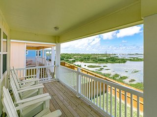 Wetland Views in a Great Location – Brand-New 4BR Stilt House with Deck