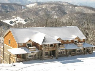 3BR/3BA Wolf Ridge Ski Slopes Townhome