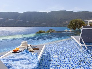 Deluxe suite & plunge pool- Sappho Boutique Suites #3