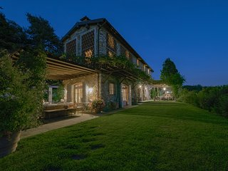 Villa Il Rifugio, luxury Lucca villa for 12+2 pax with A/C, Wi-Fi, private pool