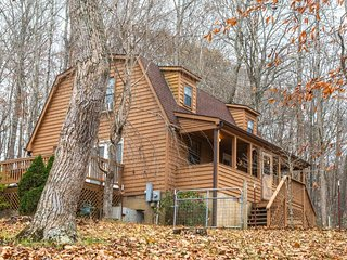 NEW LISTING! Dog-friendly house with full kitchen, free WiFi, large deck