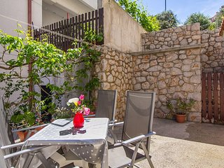 Cozy apartment in the center of Mali Losinj with Parking, Internet, Air conditio