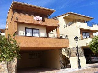 Casa-Chalet a 900 metros de la playa con WIFI en urbanizacion privada