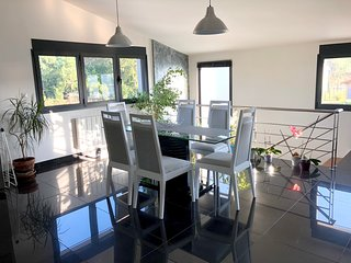 Spacious apartment close to the center of Biscarrosse with Parking, Internet, Wa