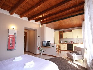 Cozy apartment very close to the centre of Verona with Internet, Air conditionin