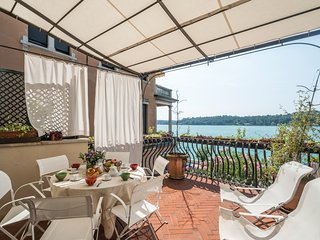 Lake side apartment in a nobel antique palazzo