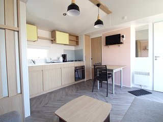 Cozy apartment very close to the centre of Les Mathes with Parking, Internet, Po