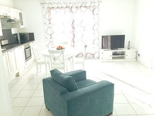 Spacious apartment in the center of Guillestre with Parking, Internet, Washing m
