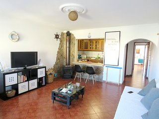 Spacious apartment close to the center of Carvoeira with Parking, Internet, Wash