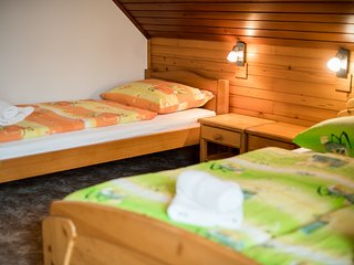 Cozy room in the center of Nemski Rovt with Parking, Internet, Balcony