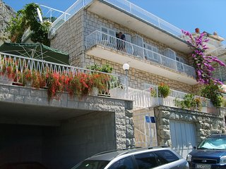 Cozy apartment in the center of Omis with Parking, Internet, Air conditioning, B