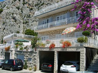 Cozy apartment in the center of Omiš with Parking, Internet, Air conditioning, B