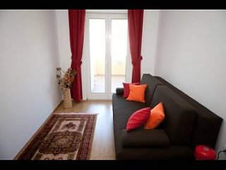 Cozy apartment close to the center of Dubrovnik with Parking, Internet, Air cond