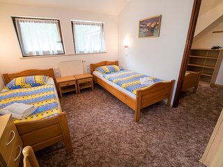 Cozy room in the center of Nemški Rovt with Parking, Internet