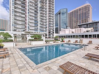 NEW! Dwtn Honolulu Condo - 3 Mi to Waikiki Beach!
